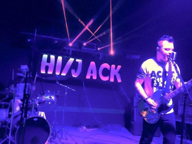 Front Row//Hi/Jack